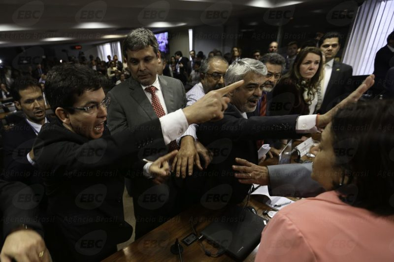 Resultado de imagem para Após muita confusão, Senado aprova reforma trabalhista de Temer